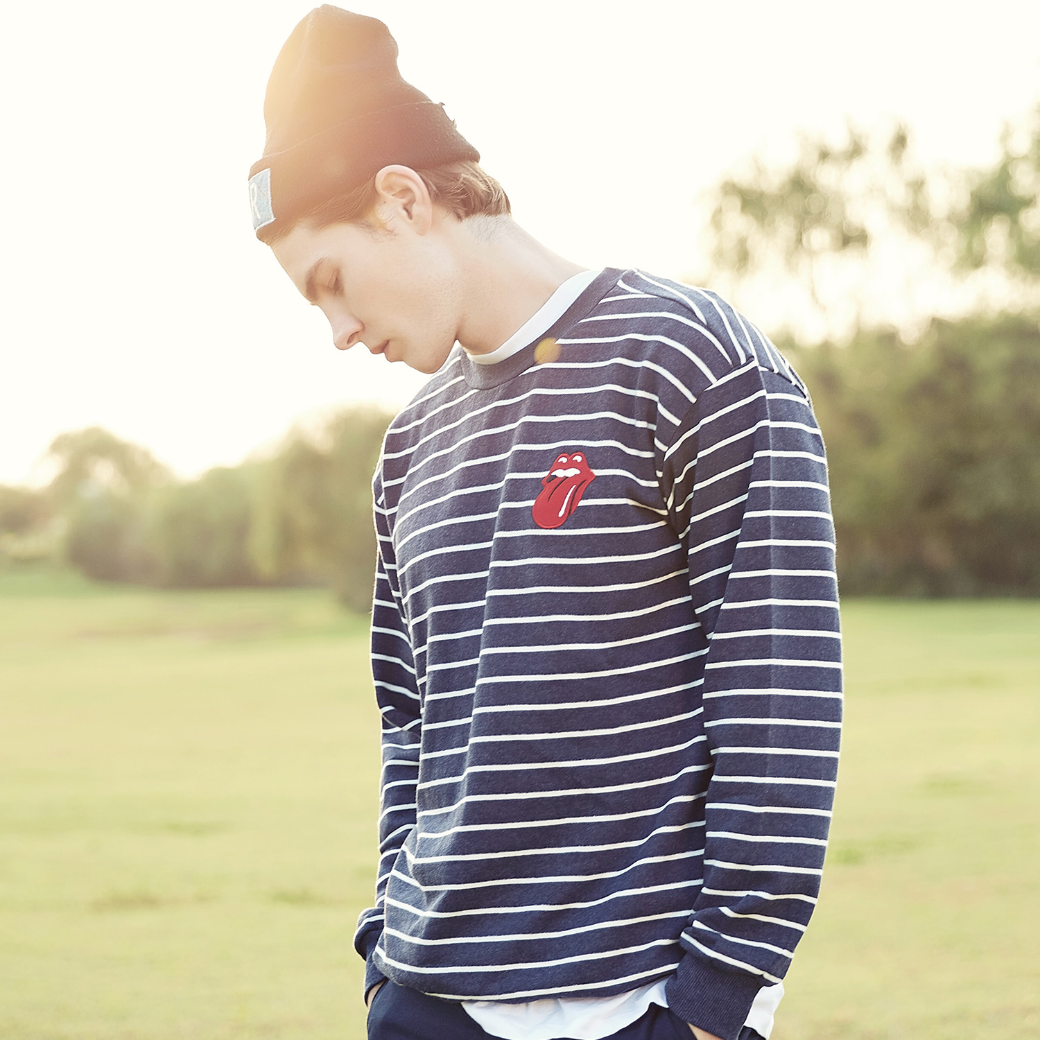 [THE ROLLING STONES] VINTAGE TONGUE STRIPE CREWNECK NAVY